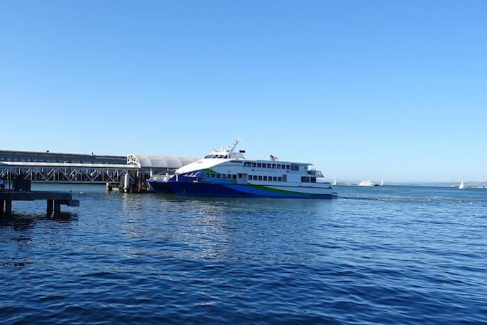 Boat to Alcatraz pixabay sarangib