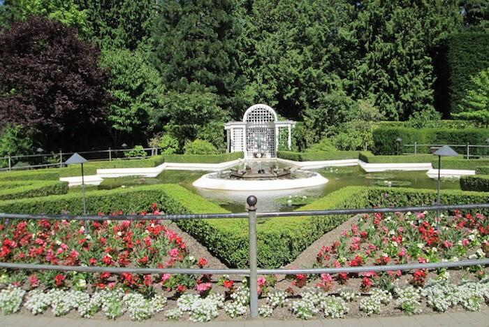 Butchart Gardens Star Pond pixabay pwindsor